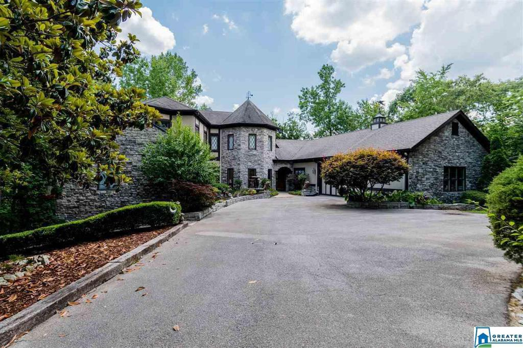 Photo of home for sale at 6 Environs Pkwy, Helena AL