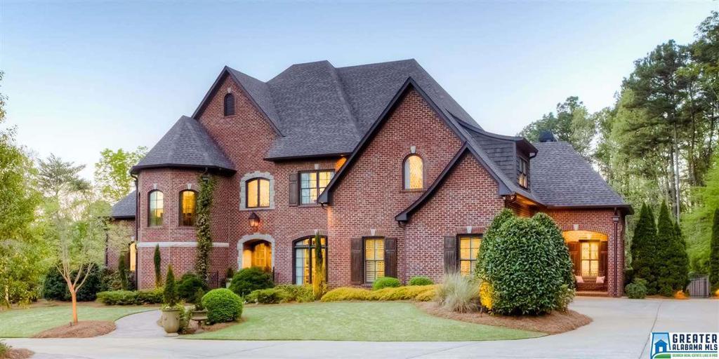 Photo of home for sale at 3632 Altadena Dr, Vestavia Hills AL