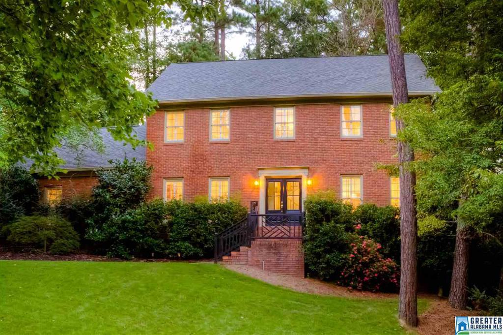 Photo of home for sale at 2171 Baneberry Dr, Hoover AL