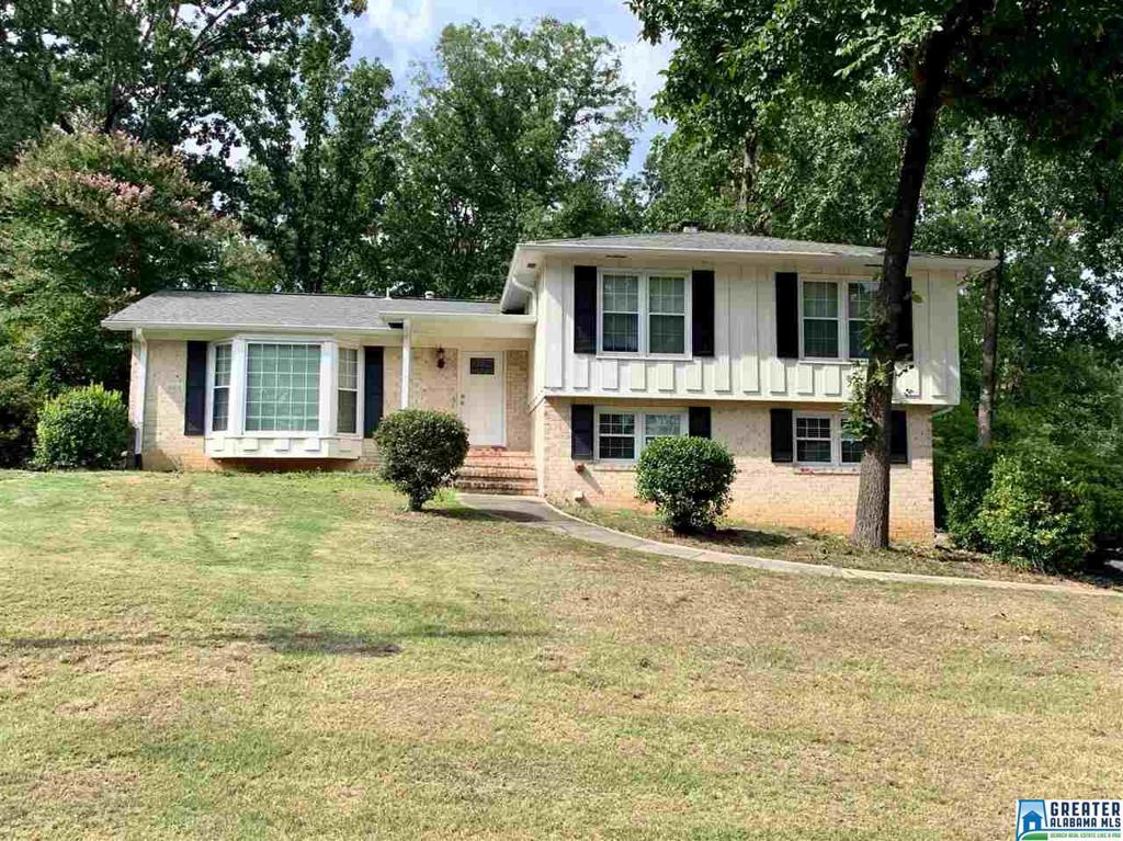 Photo of home for sale at 3473 Birchtree Dr, Hoover AL