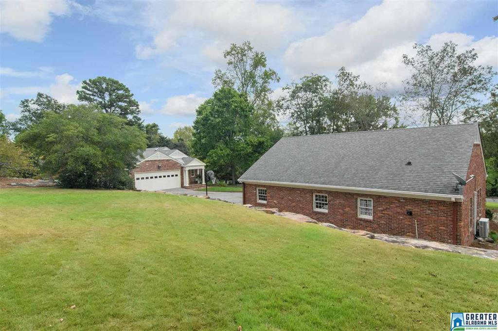 Photo of home for sale at 3020 Woodleigh Rd, Mountain Brook AL