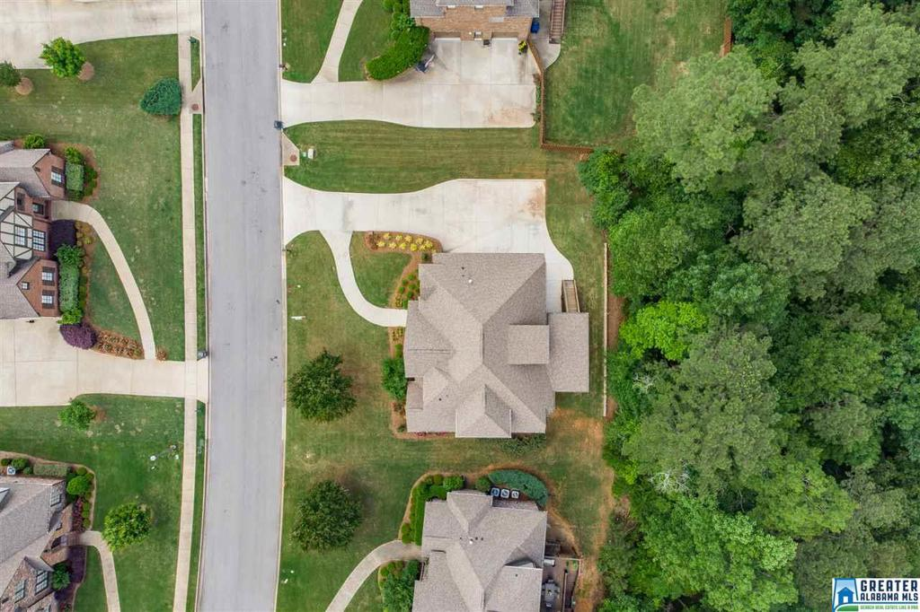 Photo of home for sale at 1381 Haddon Pl, Hoover AL