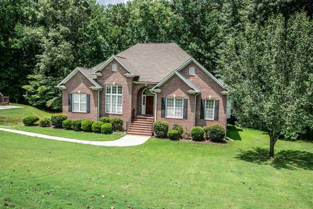 Photo of home for sale at 1412 Acorn Way, Mount Olive AL