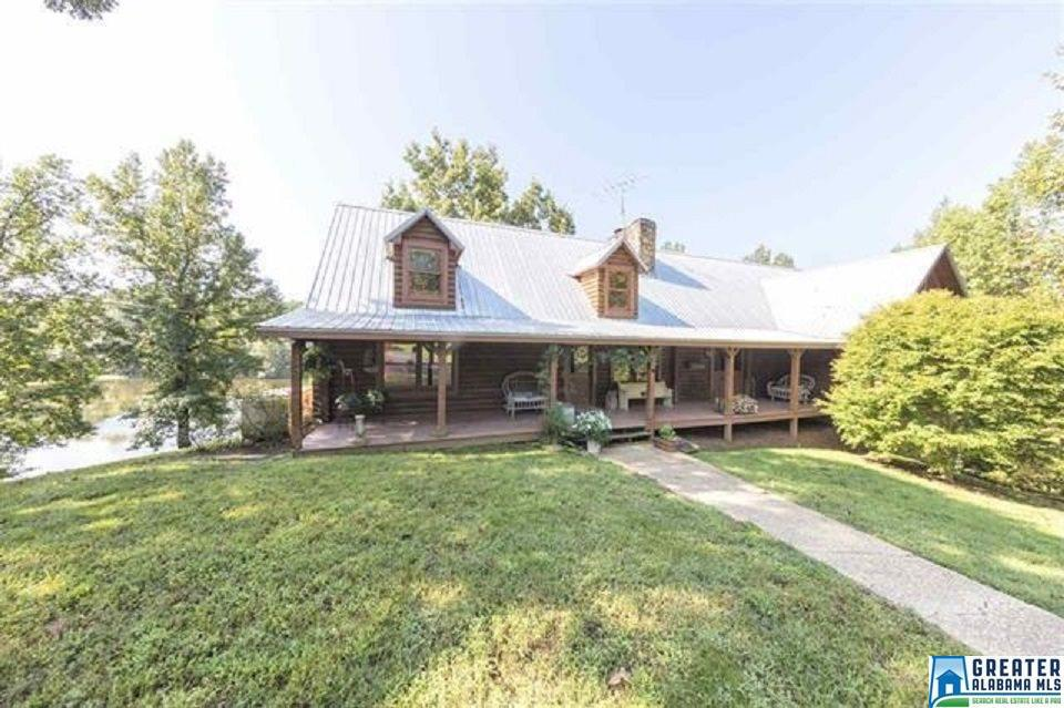 Photo of home for sale at 1177 Hwy 301, Calera AL