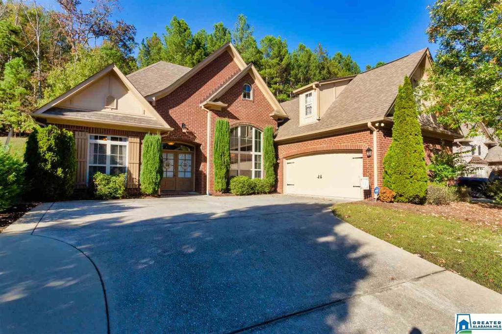 Photo of home for sale at 1304 Caliston Way, Pelham AL