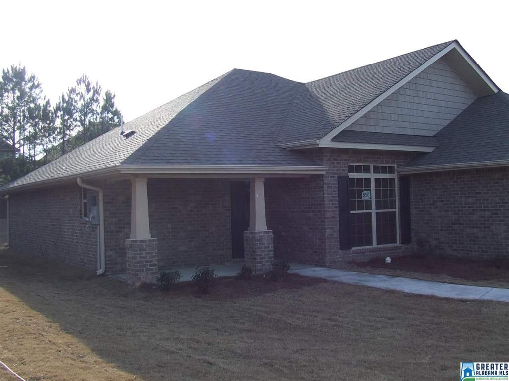 Photo of home for sale at 175 Waterford Lake Dr, Calera AL