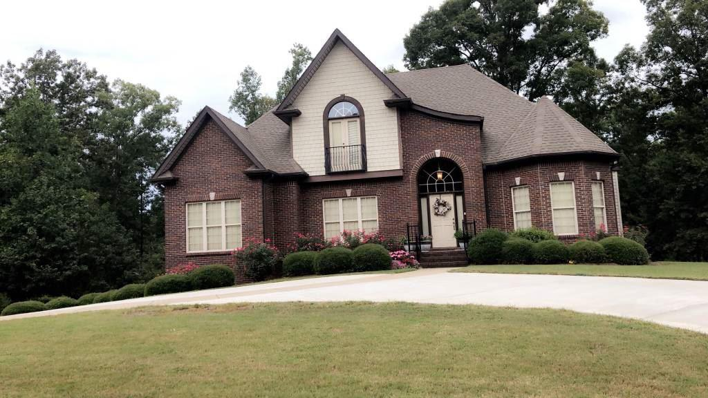 Photo of home for sale at 3047 Laurel Lakes Cove, Helena AL