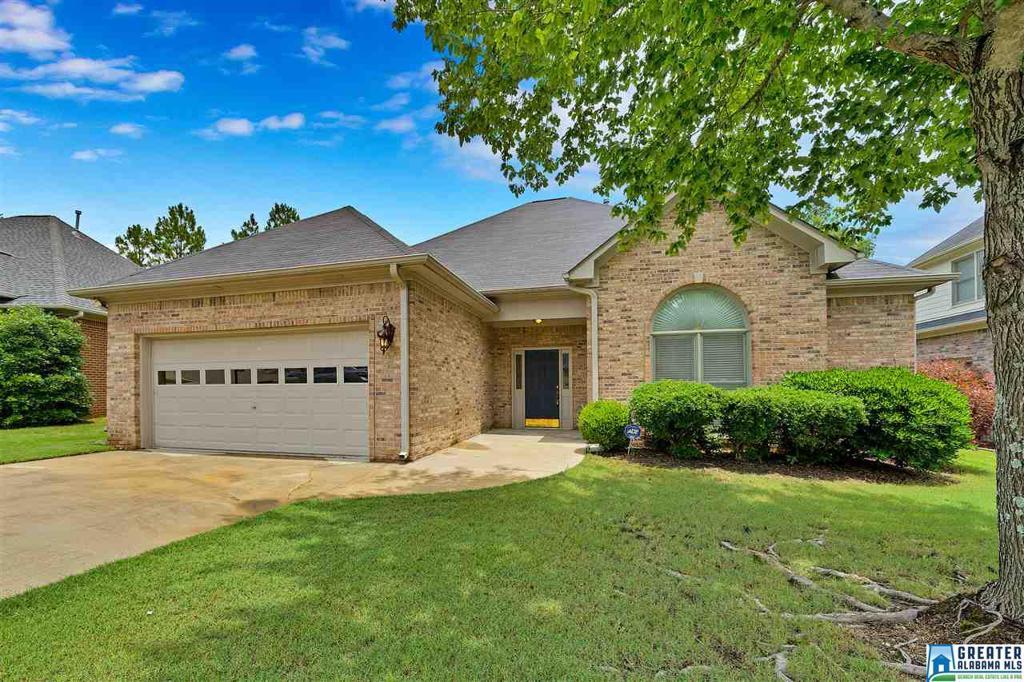 Photo of home for sale at 207 Beaver Creek Pkwy, Pelham AL