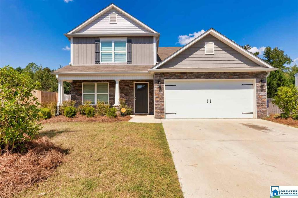 Photo of home for sale at 817 Huntington Trc, Chelsea AL