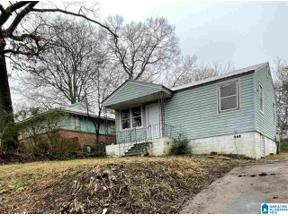 Property for sale at 561 Seminole Circle, Fairfield, Alabama 35064