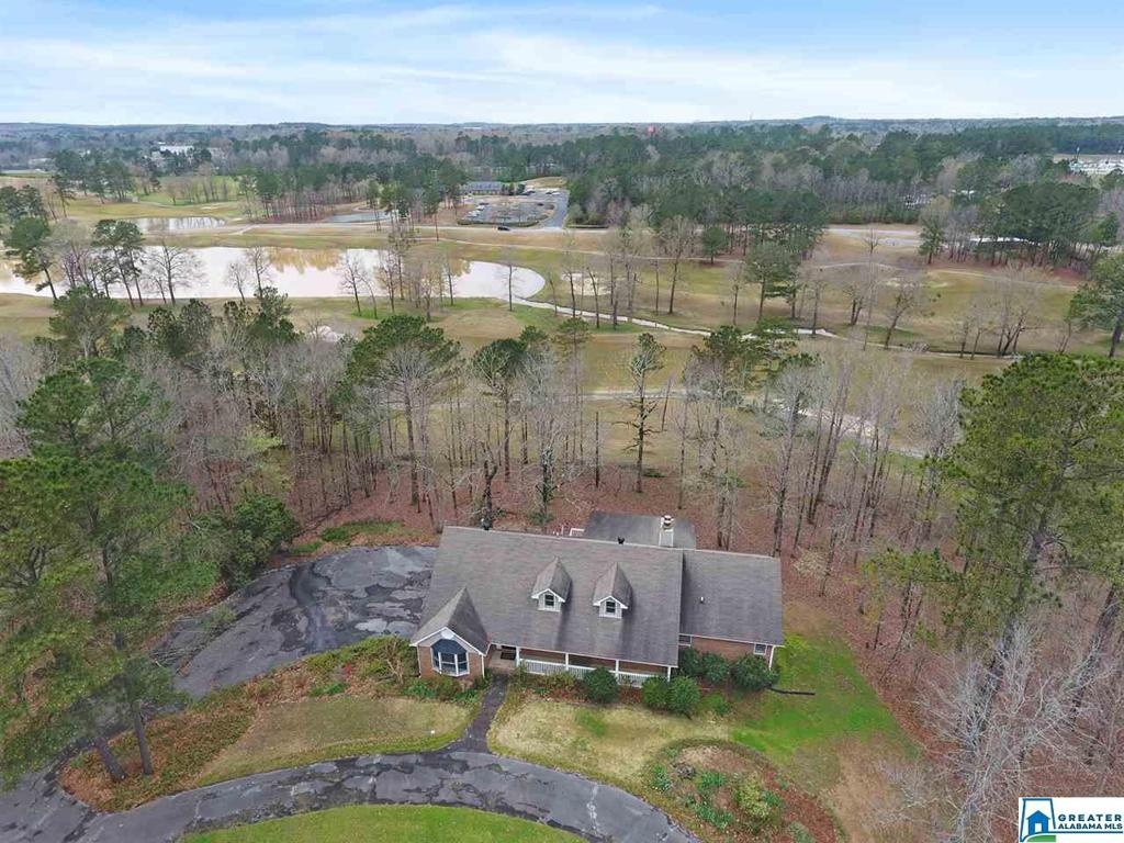 Photo of home for sale at 3 Country Club Dr, Calera AL
