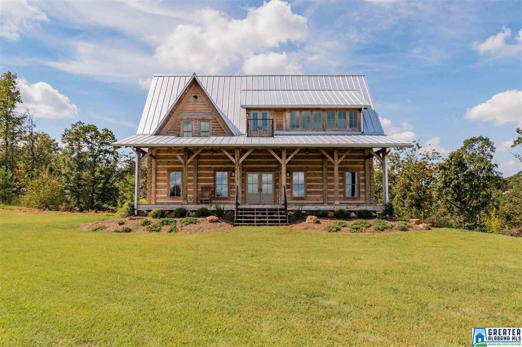 Photo of home for sale at 1403 Canyon Ln, Hoover AL
