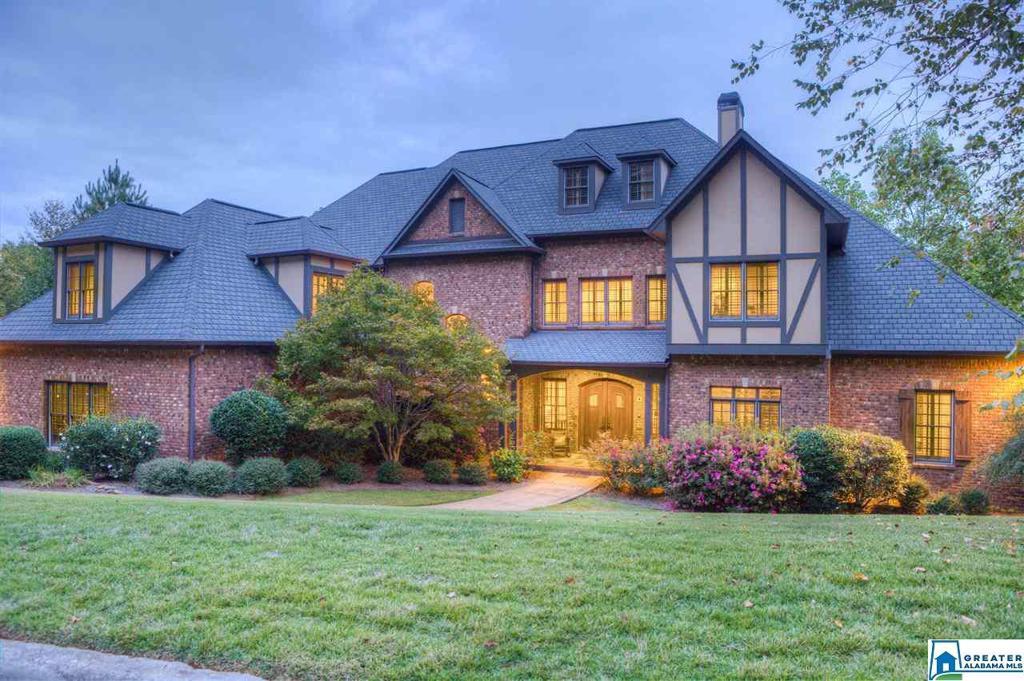 Photo of home for sale at 1415 Woodridge Cove, Vestavia Hills AL