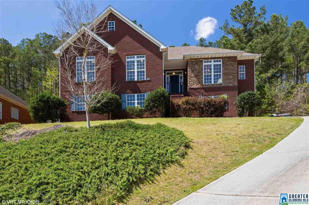 Photo of home for sale at 425 Weatherly Club Dr, Pelham AL