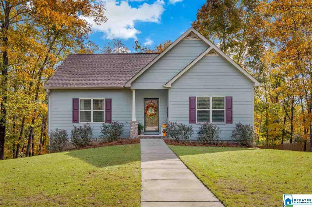 Photo of home for sale at 841 Round Hill Rd, Pelham AL