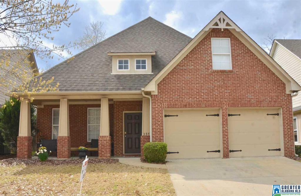 Photo of home for sale at 237 Appleford Rd, Helena AL