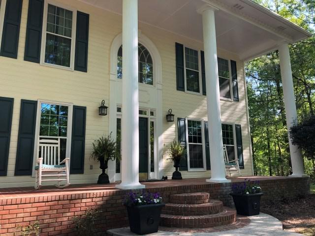 Photo of home for sale at 241 Forest Pkwy, Alabaster AL