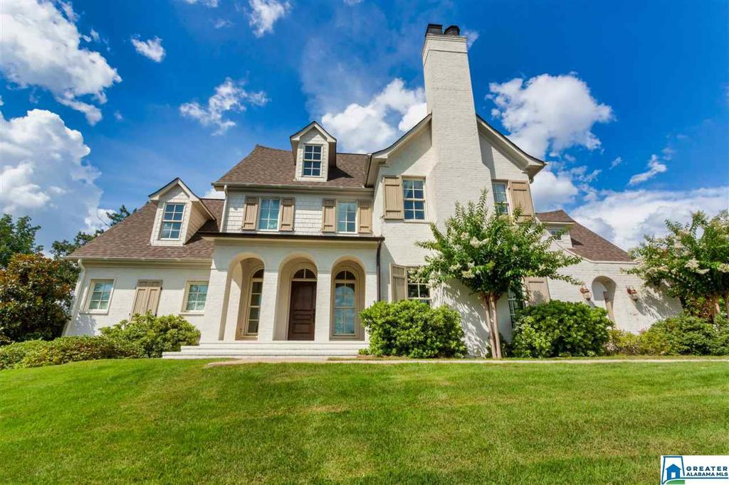 Photo of home for sale at 3554 Altadena Park Ln, Vestavia Hills AL