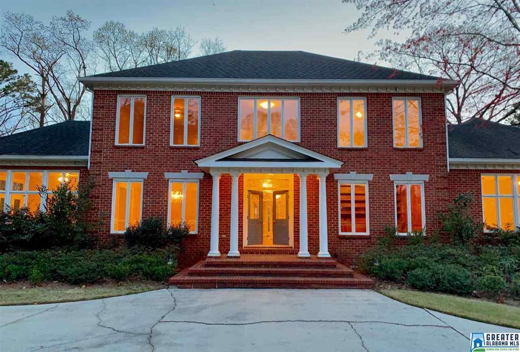 Photo of home for sale at 2461 Mountain Vista Dr, Vestavia Hills AL