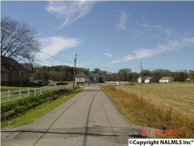 Photo of home for sale at 8 Hembree Drive, Guntersville AL