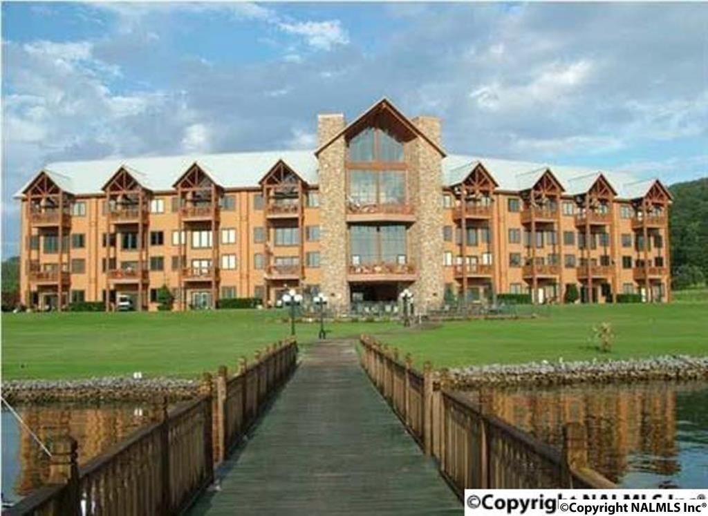 Photo of home for sale at 7042-405 Val Monte Drive, Guntersville AL