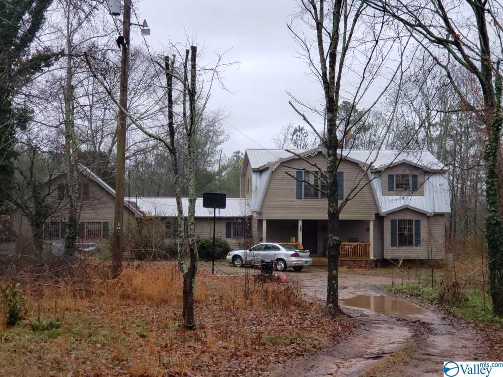 Photo of home for sale at 452 Compton Curry Road, Somerville AL
