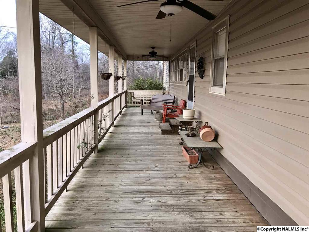 Photo of home for sale at 1400 Croft Ferry Road, Gadsden AL