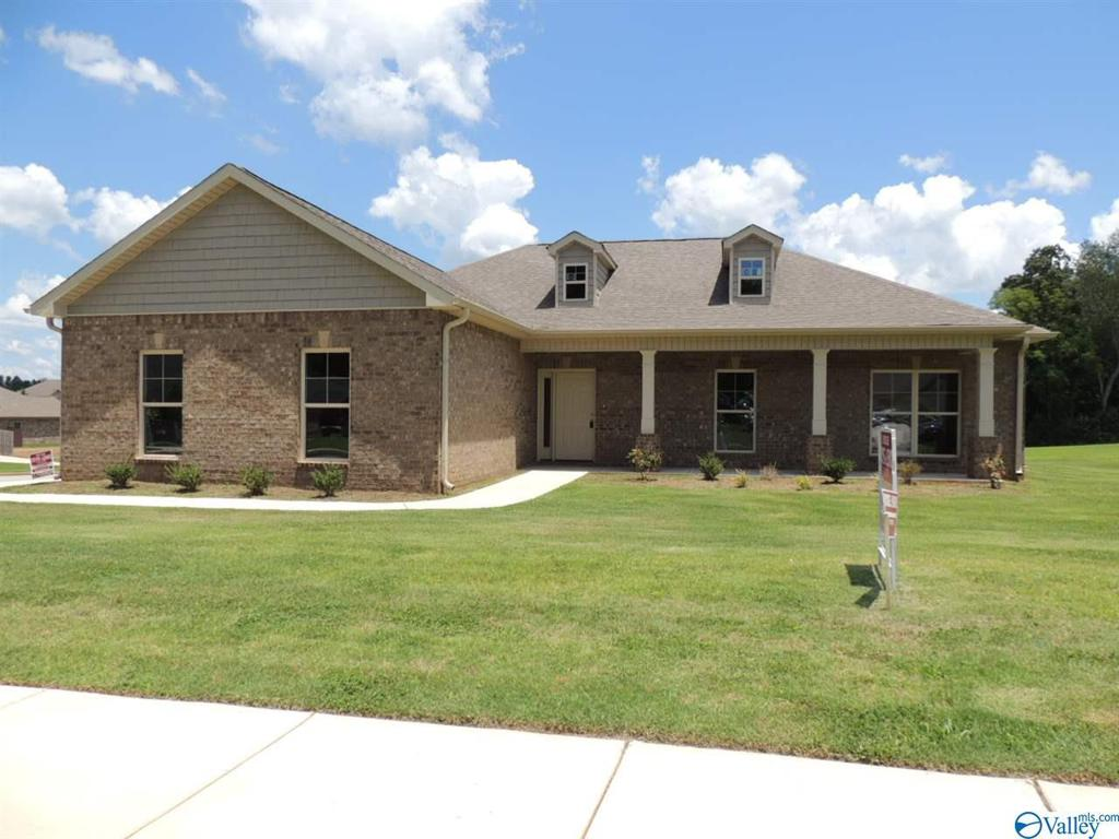 Photo of home for sale at 100 Ivy Meadow Circle, Hazel Green AL