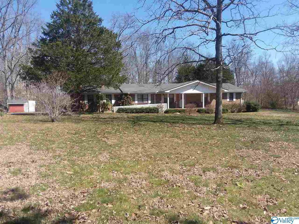 Photo of home for sale at 142 Roberts Road, Henagar AL