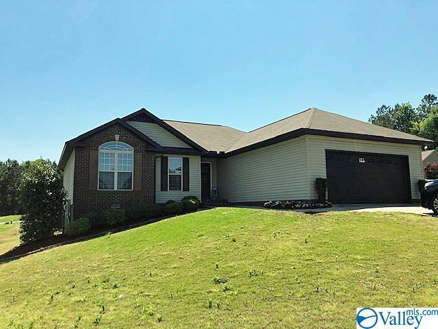 Photo of home for sale at 3063 Lakeview Circle, Southside AL