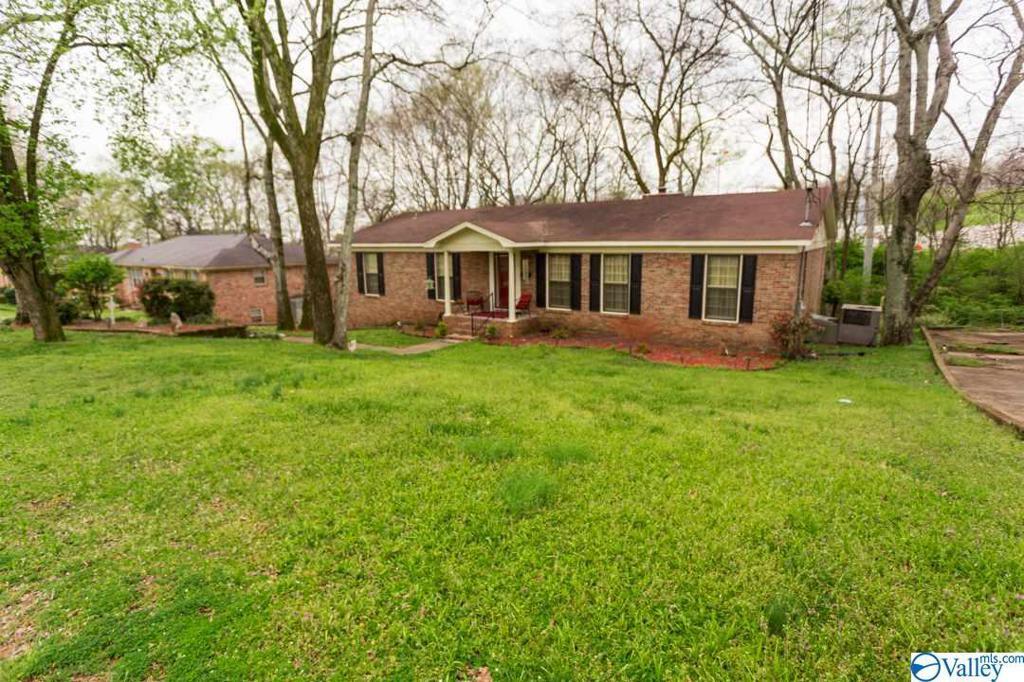 Photo of home for sale at 2511 Gladstone Drive, Huntsville AL