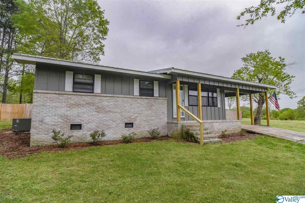 Photo of home for sale at 442 County Road 1194, Cullman AL