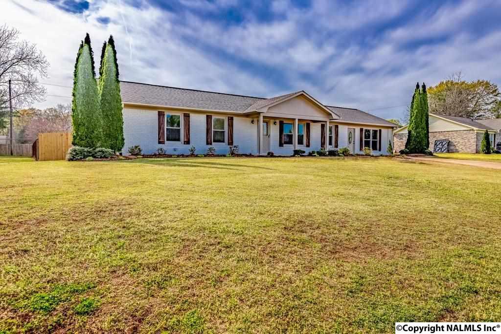 Photo of home for sale at Bullock Street, Tuscumbia AL