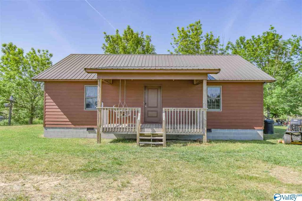 Photo of home for sale at 480 County Road 1059, Vinemont AL