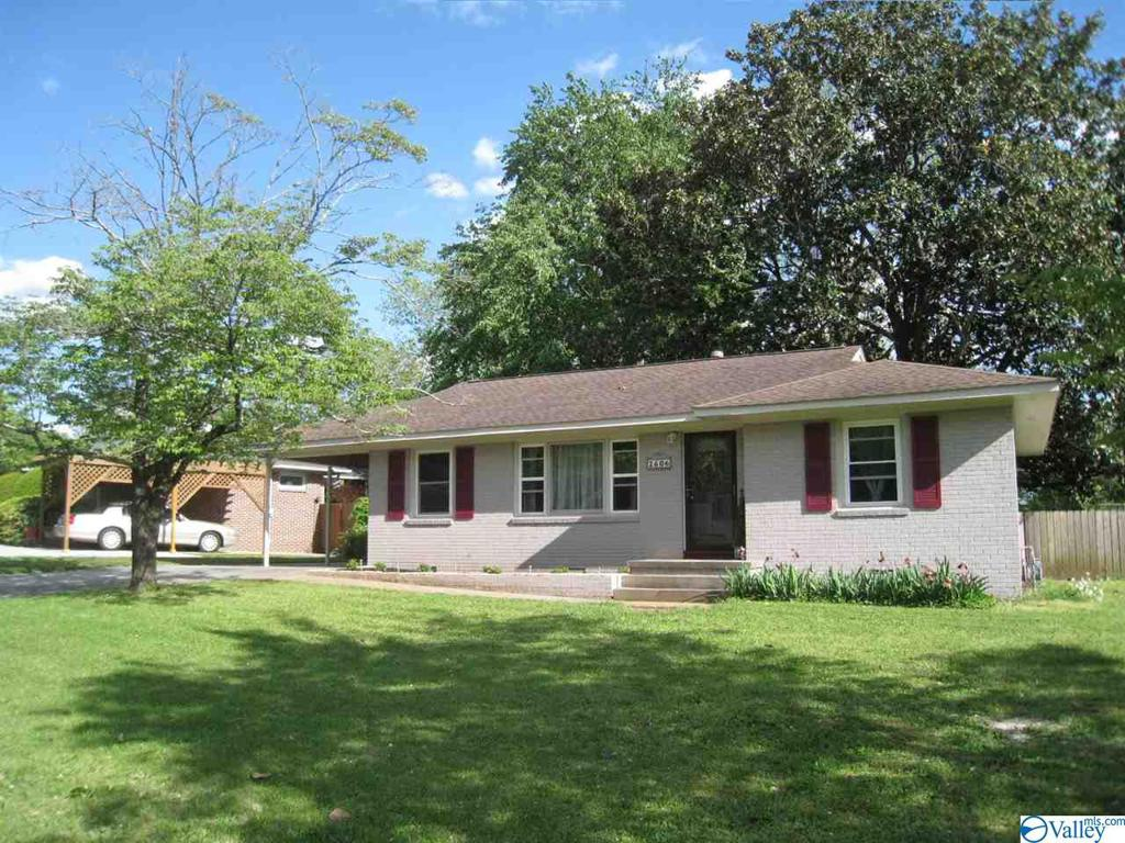 Photo of home for sale at 2606 Waltham Drive, Huntsville AL