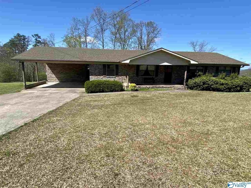 Photo of home for sale at 43 County Road 223, Dutton AL