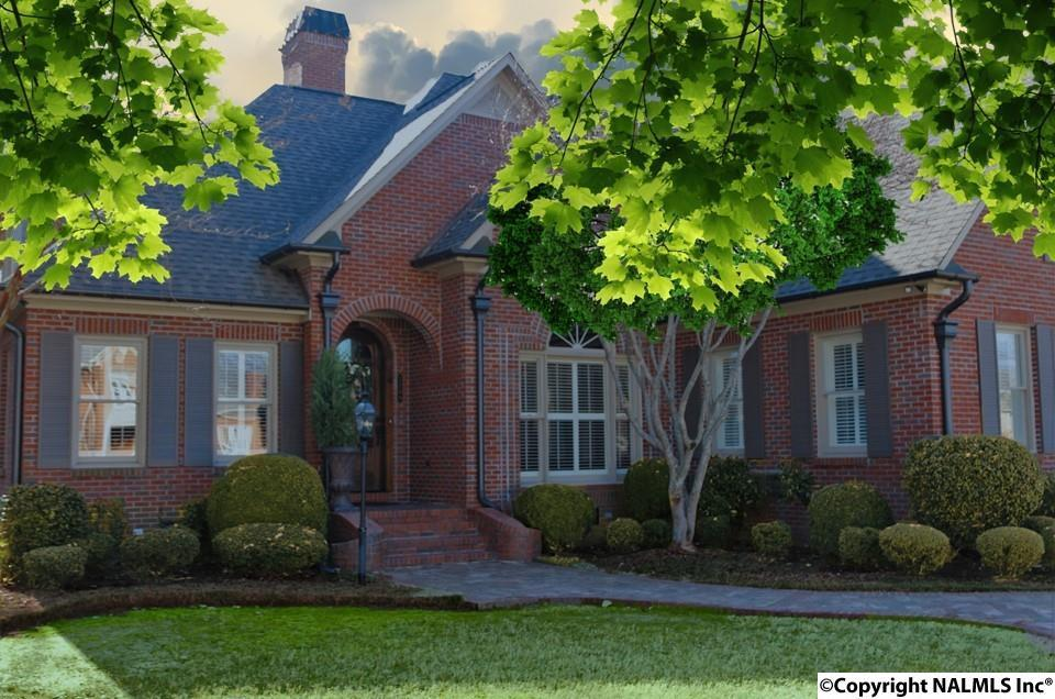 Photo of home for sale at 2209 Century Court, Decatur AL