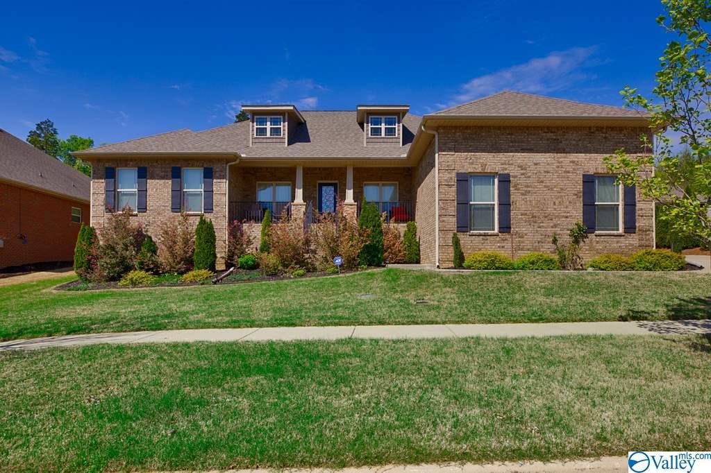 Photo of home for sale at 12704 Oak South, Huntsville AL