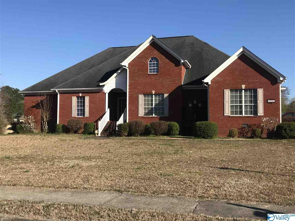 Photo of home for sale at 2032 Red Oak Lane, Arab AL