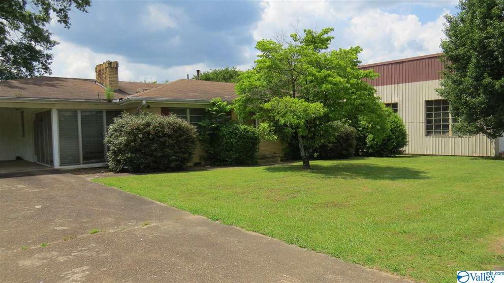Photo of home for sale at 68931 Main Street, Blountsville AL