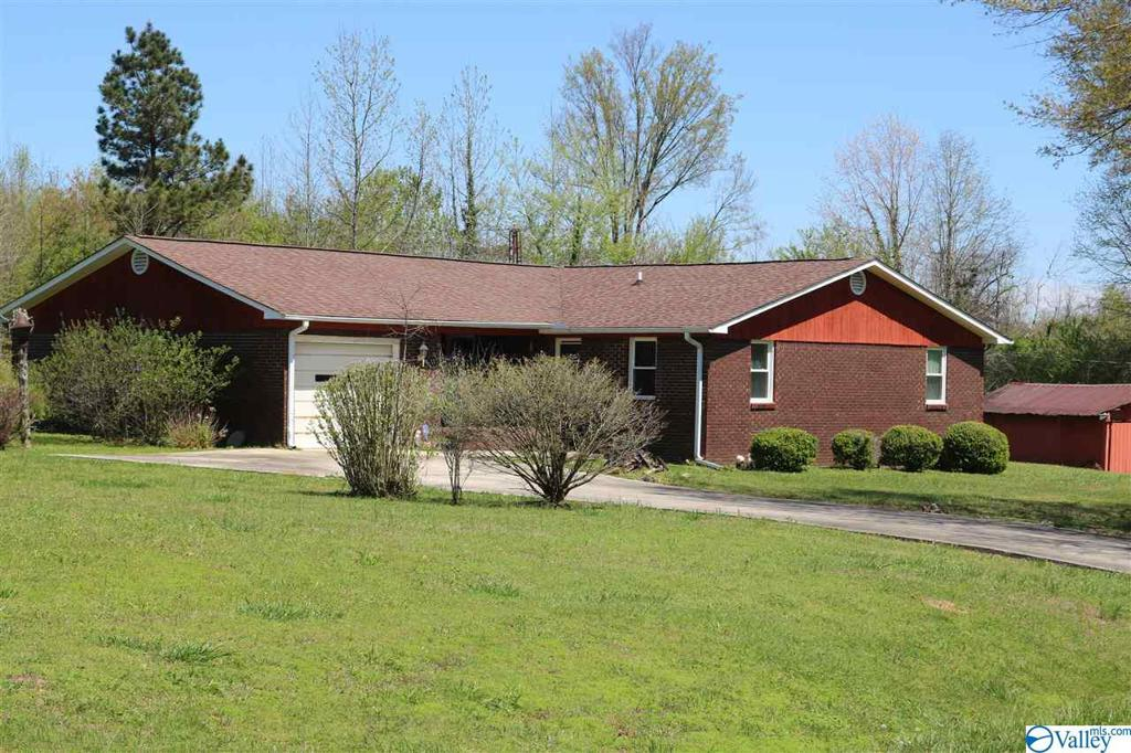 Photo of home for sale at 987 Shady Grove Road, Guntersville AL