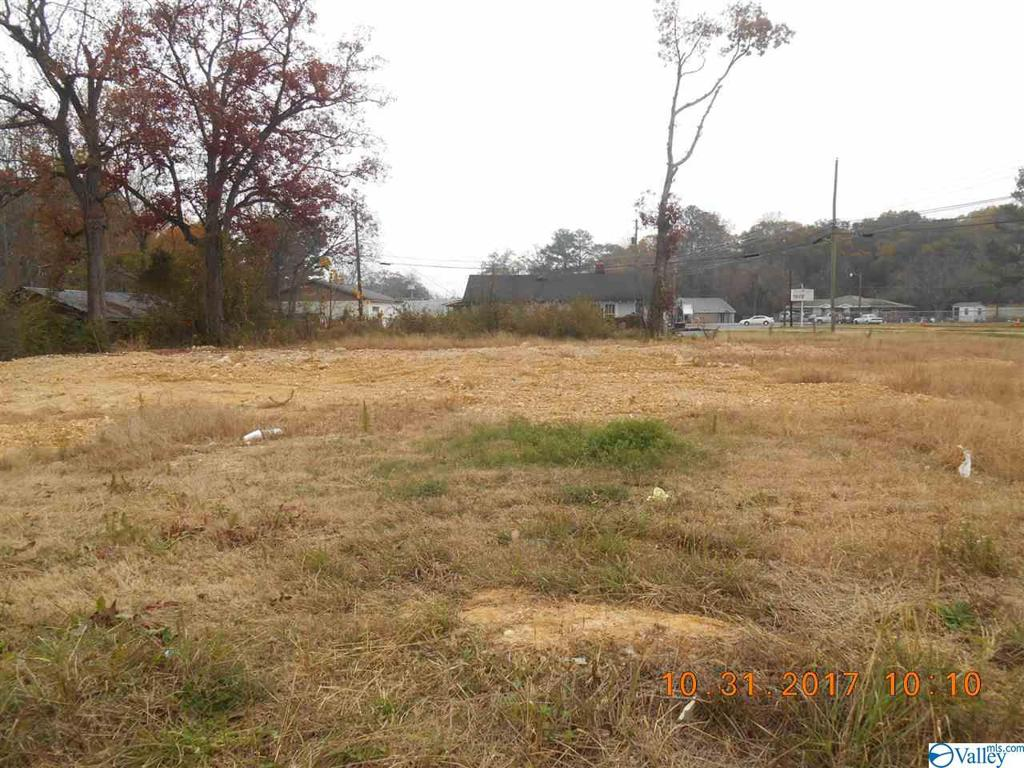 Photo of home for sale at 1607 11th Street S, Gadsden AL