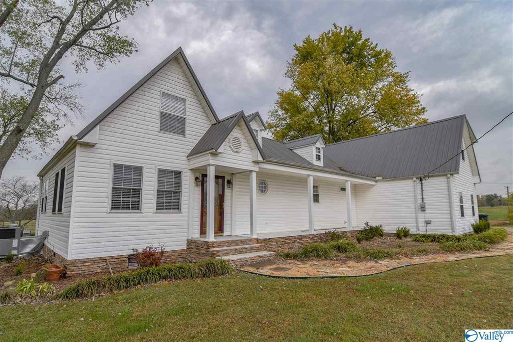 Photo of home for sale at 151 County Road 1240, Vinemont AL