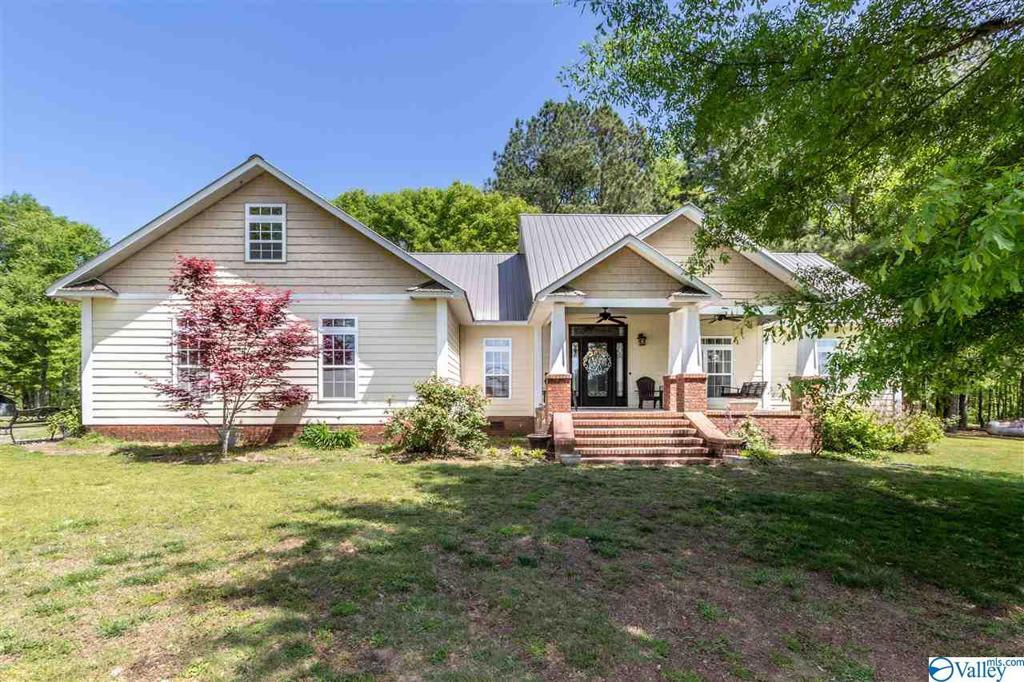 Photo of home for sale at 854 Allen Road, Albertville AL