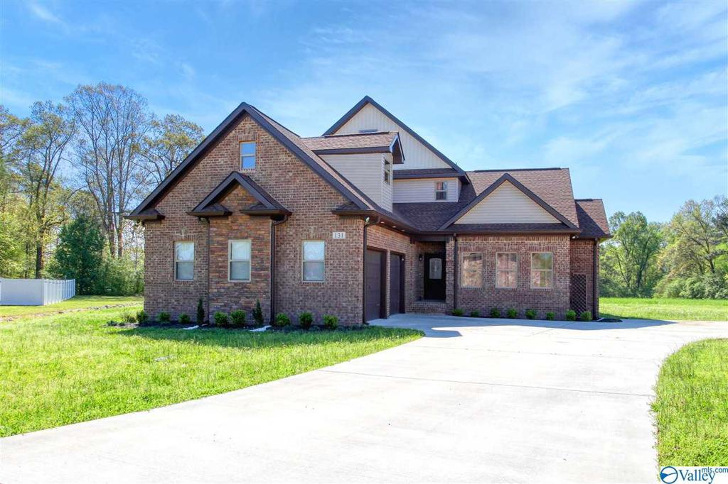 Photo of home for sale at 131 Timberline Drive, Arab AL