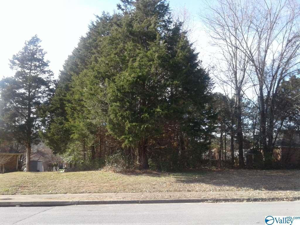 Photo of home for sale at 6507 Sparkling Dew Lane, Huntsville AL