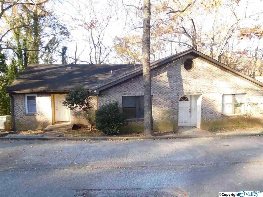 Photo of home for sale at 2217 Clift Drive, Huntsville AL