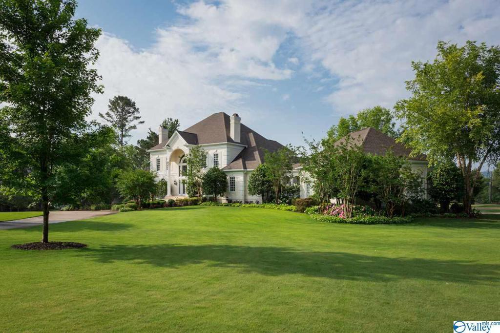 Photo of home for sale at 123 Wimbledon Road, Brownsboro AL