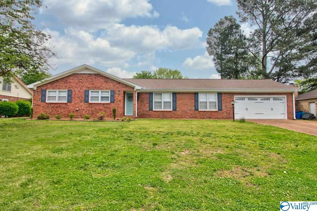 Photo of home for sale at 2520 Chickasaw Drive, Florence AL