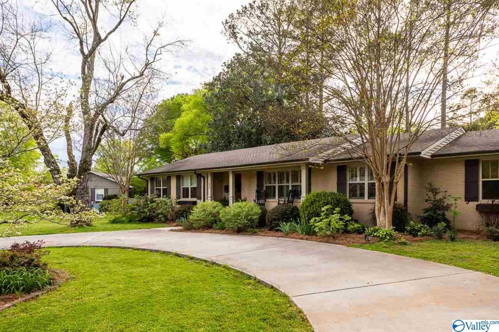 Photo of home for sale at 804 Watts Drive, Huntsville AL